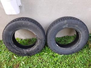 2 pneus d'hiver Goodyear Nordic p205/75r15