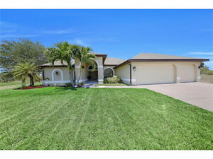 **GORGEOUS WATERFRONT POOL HOME** - in Cape Coral, Fl - USA