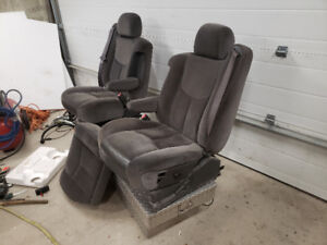 2003 GMC CHEVY seats with armrests