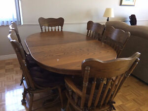 Solid Oak table set with 6 chairs