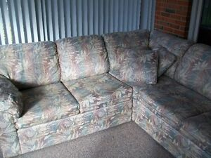 Custom sectional couch Windsor Region Ontario image 3