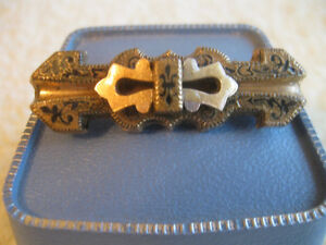 UNUSUAL ETCHED & OLD VINTAGE GOLDTONE LADY'S BROOCH ['50's]