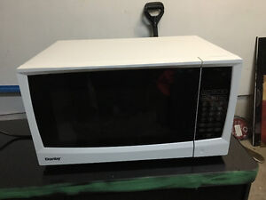 Like New 1.2 cu Danby microwave