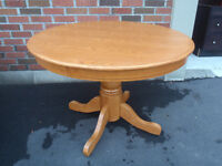 solid oak country round dining table in great cond
