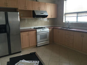 College and Bathurst 4bedrooms 3washrooms Move in anytime