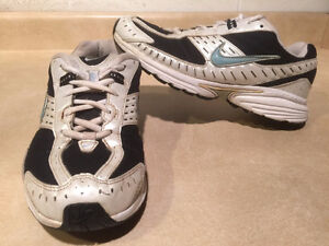 Women's Nike Impact Support Running Shoes Size 8 London Ontario image 1