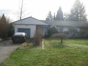 $2450 / 5br - 2500ft2 - 5 BR HOUSE MAPLE RIDGE (WEST CENTRAL MAP