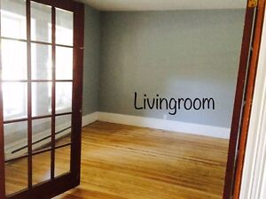 2 Bed + den OR 3 Bed Downtown Pets and Parking