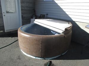 SOFT TUB 6 PERSON JUST ADD WATER