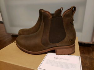 Authentic UGG Chelsea Boots