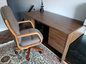 Grand & Toy Executive Desk & Chair