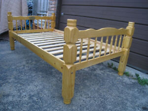 Solid Wood Single Bed + support wood slats,excellent condition