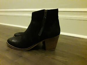 New Leather UO Ankle Boots Black