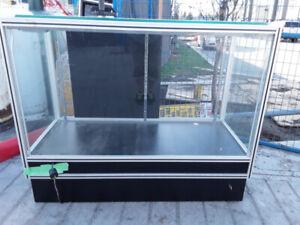 Retail showcase cabinet