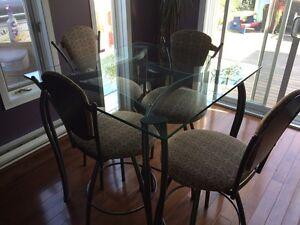 Table hauteur bistro en verre et 4 chaises