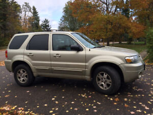 2005 Ford Escape LTD 4WD: Snow Tires, Sunroof, A/C, Leather