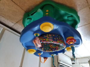 Exersaucer for baby soucoupe pour bebe