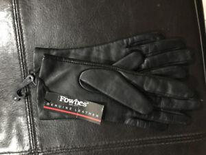 Ladies black leather gloves size small