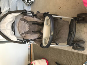 Chicco cortina stroller with car seat- poussette et siège d'auto