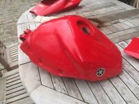 R1 5pw 02-03 tank rear unit seat hump *damaged*