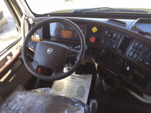 2010 Volvo 670 with Extended Warranty