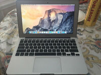 "11"" Macbook Air ( 1.3Ghz Turbo Boost Intel i5 + 4GB 256GB ) 2013"