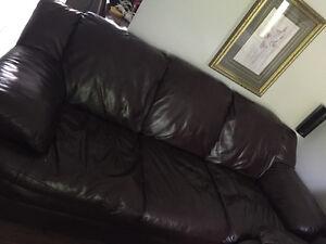 Divan et fauteuil en cuir excellente état