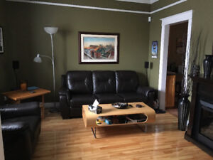 Room for rent in beautiful Downtown home (Avail. Now)