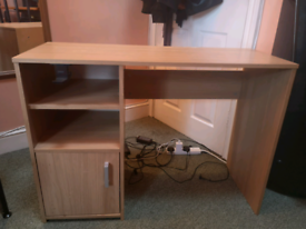 Great desk with headphone stand/usb hub