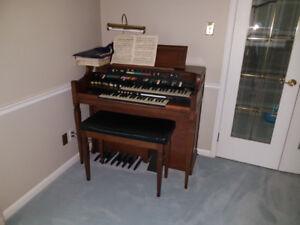 40 year old Hammond Organ in working condition