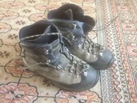 Sportiva walking on the moon boots size 7 to 7 1/2