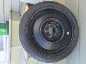 1 pneu T115/70D14 avec essieu