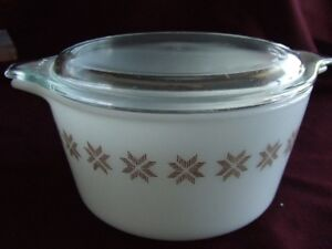 Pyrex (Vintage) Refrigerator Dish with Lid