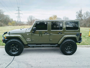 """2016 Jeep Wrangled Fully Loaded and Built. Leather, NAV, 37""""tire"""