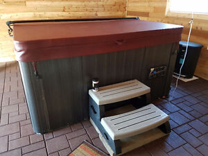 Hot Tub - 6 person with lounger & stereo.