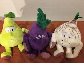3 cuddly toys