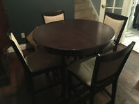Pub height dining kitchen table w/ 4 chairs
