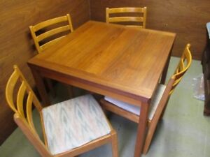GRAMAS ESTATE TEAK MID CENTURY TABLE AND CHAIRS