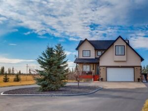 ***STUNNING ACREAGE for SALE **Contact us to book a showing!