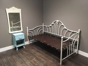 Single size daybed