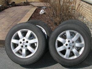 je vend mes pneu d`ete  en tres bonne condition  2 ans d`usure