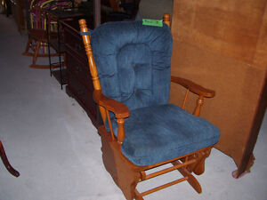 ROCKER/GLIDER CHAIR