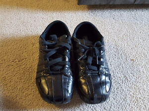 Black boy Skechers shoes size 5