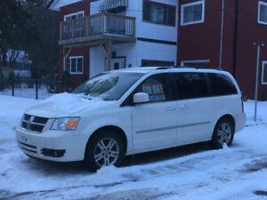 2010 Dodge Caravan SXT WITH MANY LUXURIES!