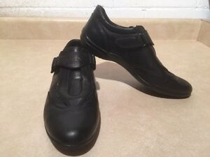 Women's Geox Respira Leather Shoes Size 8.5 London Ontario image 3