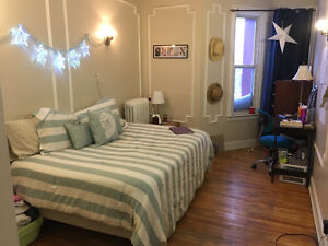 3 Bedrooms for Sublet in Beautiful Downtown Apartement