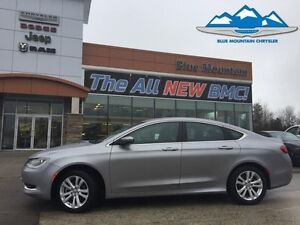 2015 Chrysler 200 Limited  LOCAL TRADE, EASY FINANCING, BLUETOOT