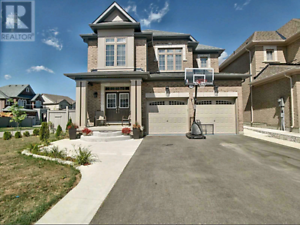 House for sale by owner prime Alliston location.