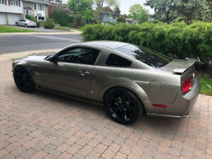 IMPECCABLE -- FORD MUSTANG GT 2005