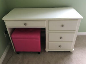 bedroom set for young girl